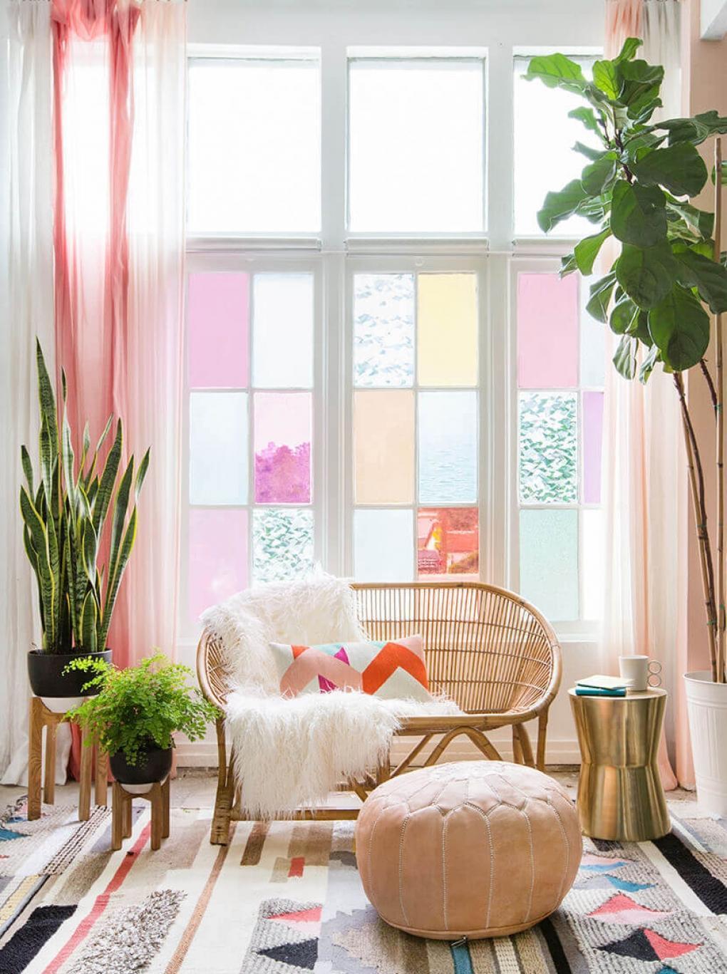 Розовые окна в интерьере