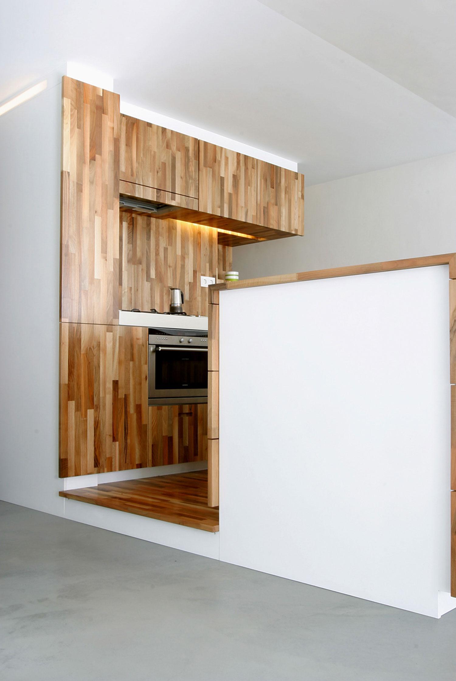 Бюджетный ремонт в однокомнатной квартире с деревом