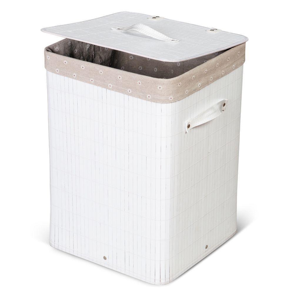 Белая корзина для белья из дерева в ванной