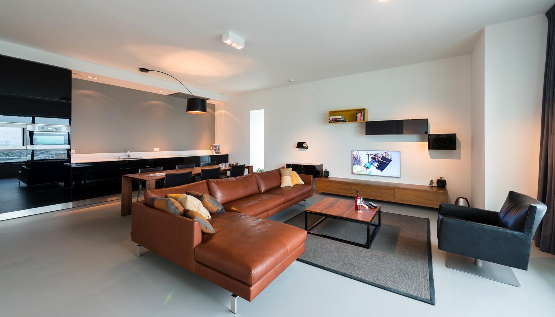 Бюджетный ремонт в однокомнатной квартире с кожаной мебелью