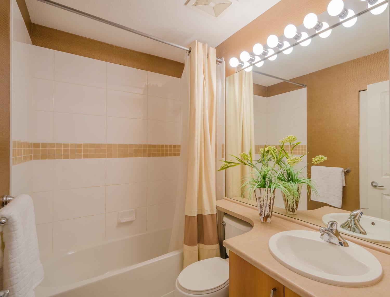 Бежево-белая ванная комната