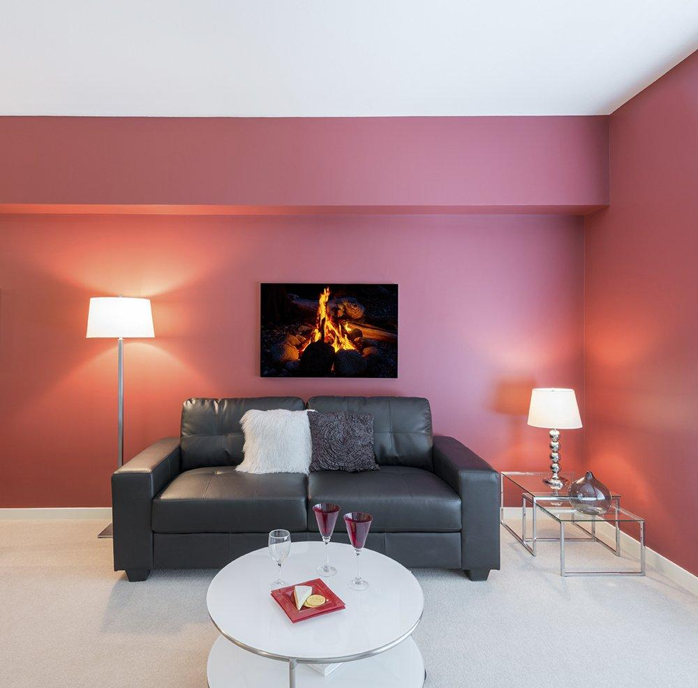 Розовые крашеные стены в интерьере