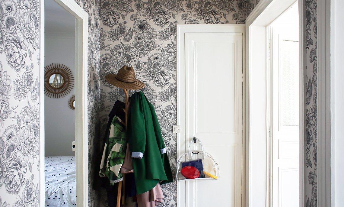 Дизайн обоев для однокомнатной квартиры черно-белых