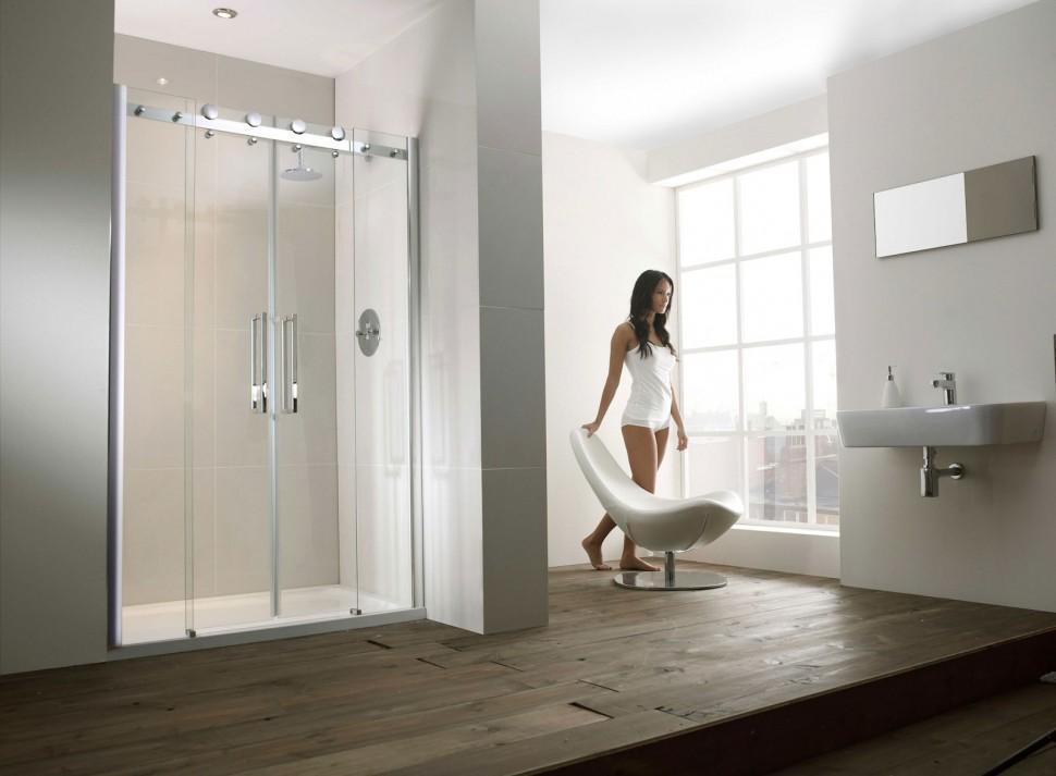 Простая душевая в ванной комнате