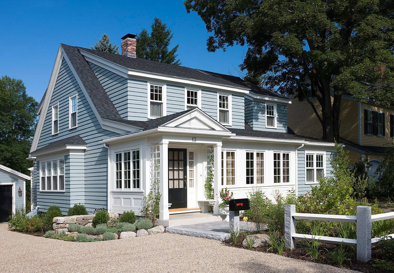Крыльцо частного дома в американском стиле