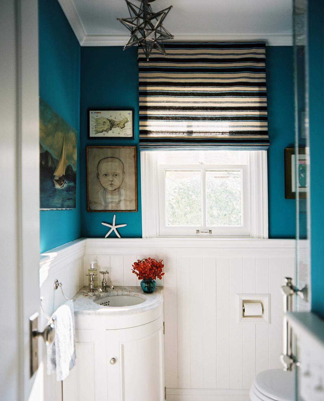 Бирюзово-белая ванная комната