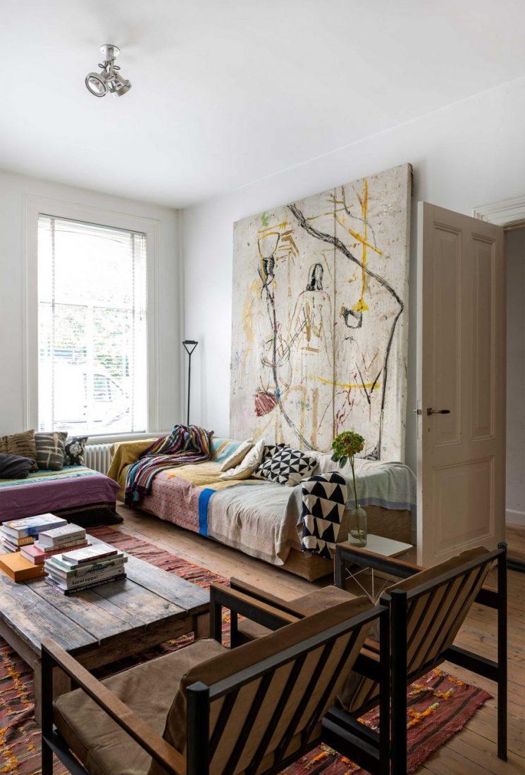 Бюджетный ремонт в однокомнатной квартире с картиной