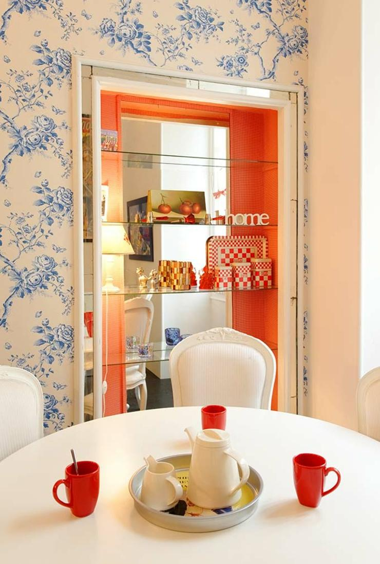 Дизайн обоев для однокомнатной квартиры с цветами