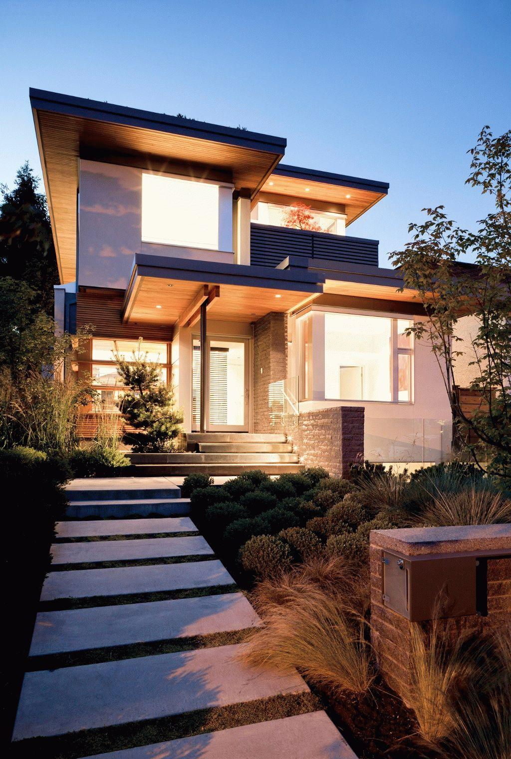 Стильное крыльцо современного дома