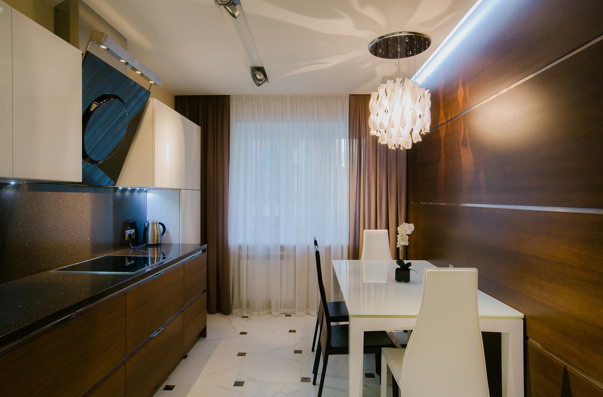 Минималистичные прямые коричневые шторы с белым тюлем для кухни