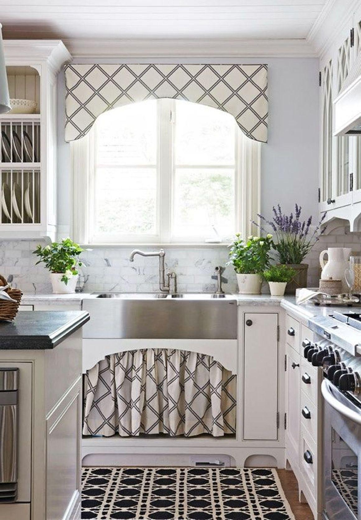 Дизайн штор для кухни с бандо