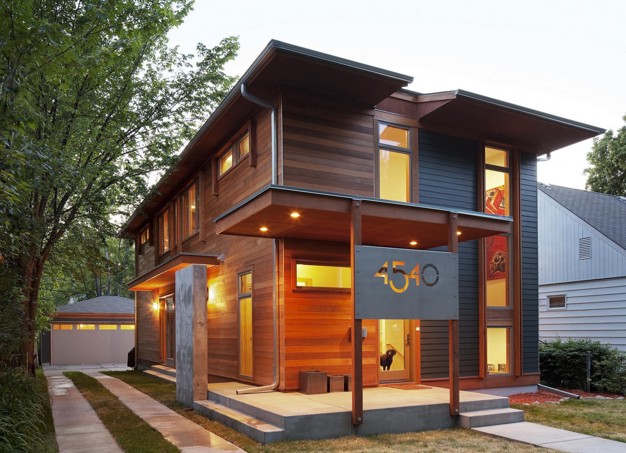 Бетонное крыльцо современного дома