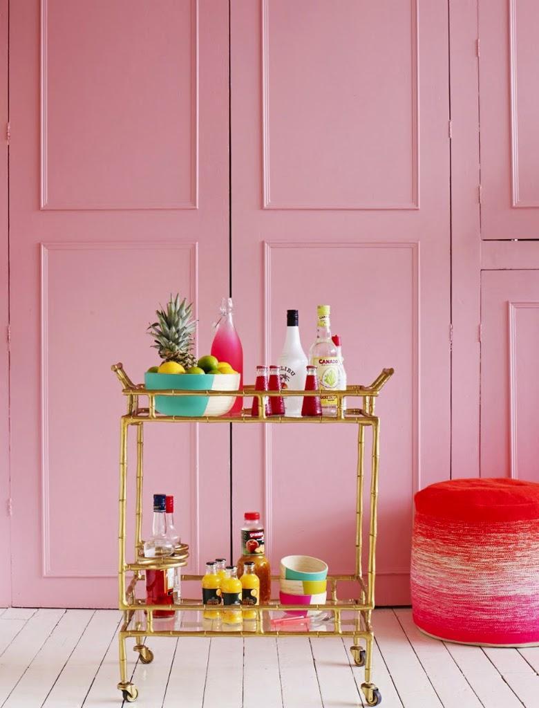 Розовые панели в интерьере