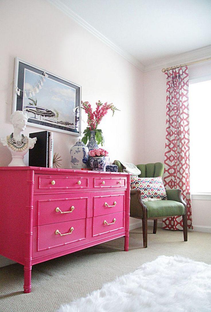 Розовый комод в интерьере