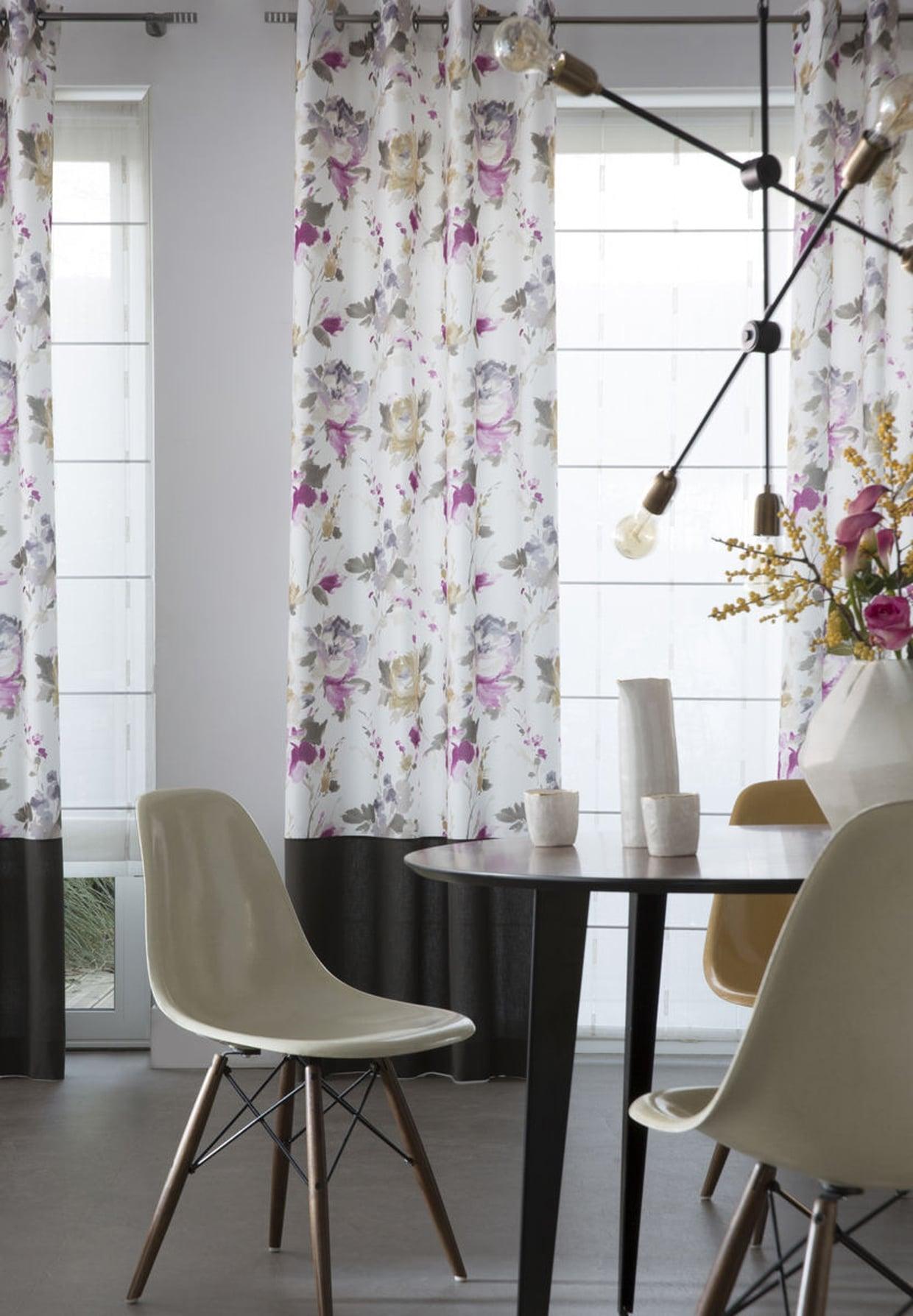 Дизайн штор для кухни с цветами
