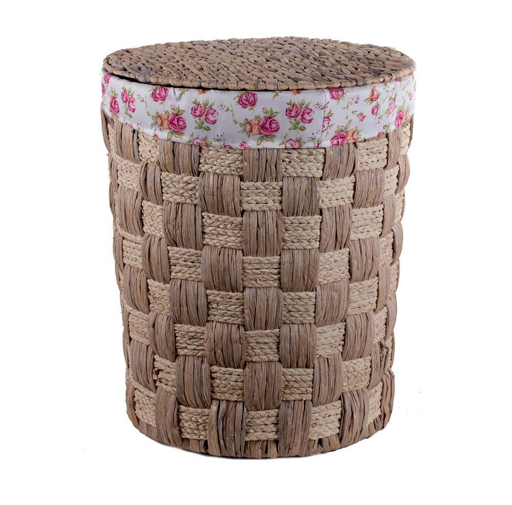 Коричневая плетеная корзина для белья в ванной