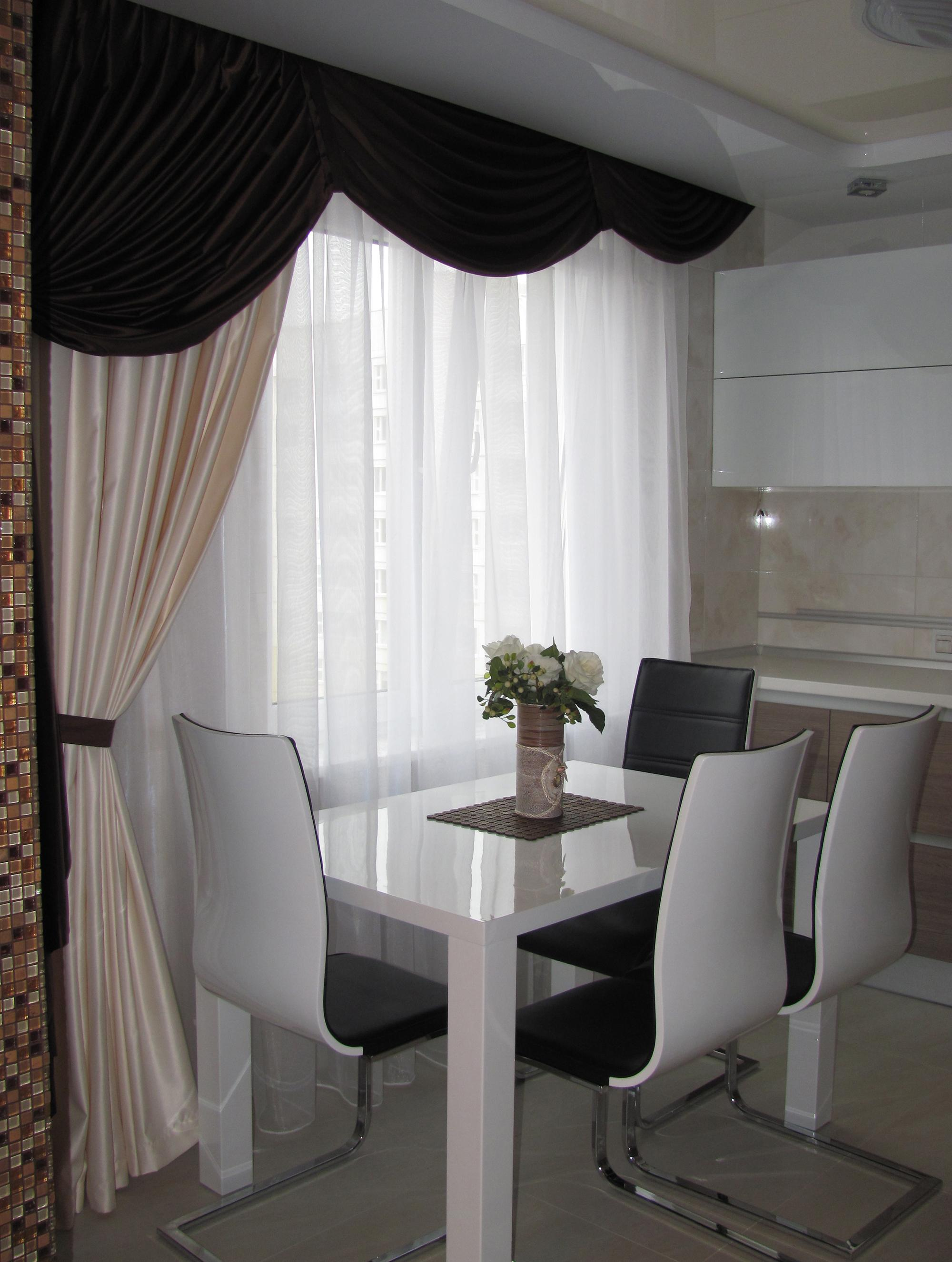 Черно-белые элегантные шторы с ламбрекенами