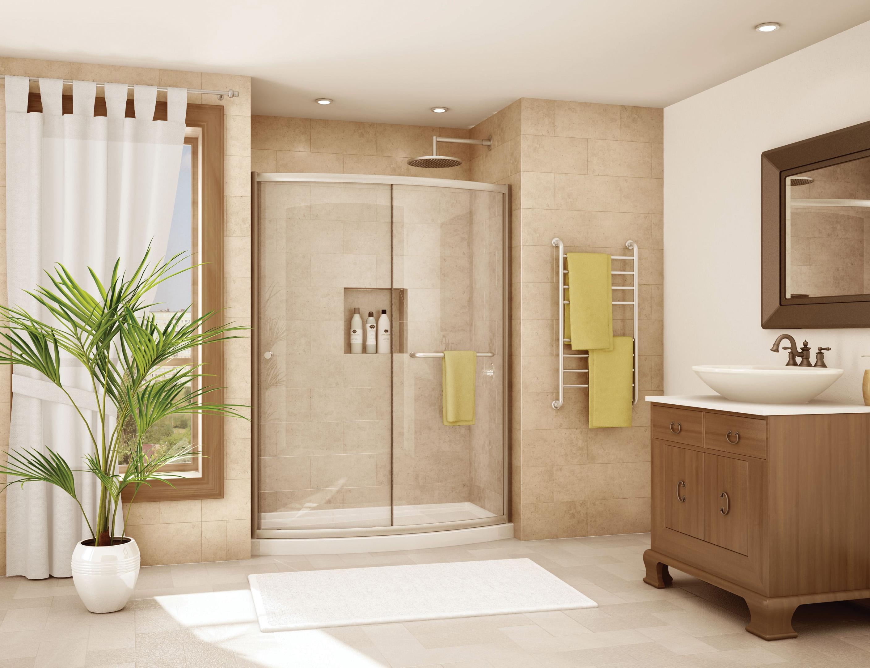 Просторный душ в интерьере ванной комнаты