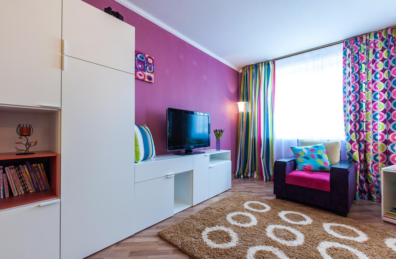 Розовый и голубой в гостиной