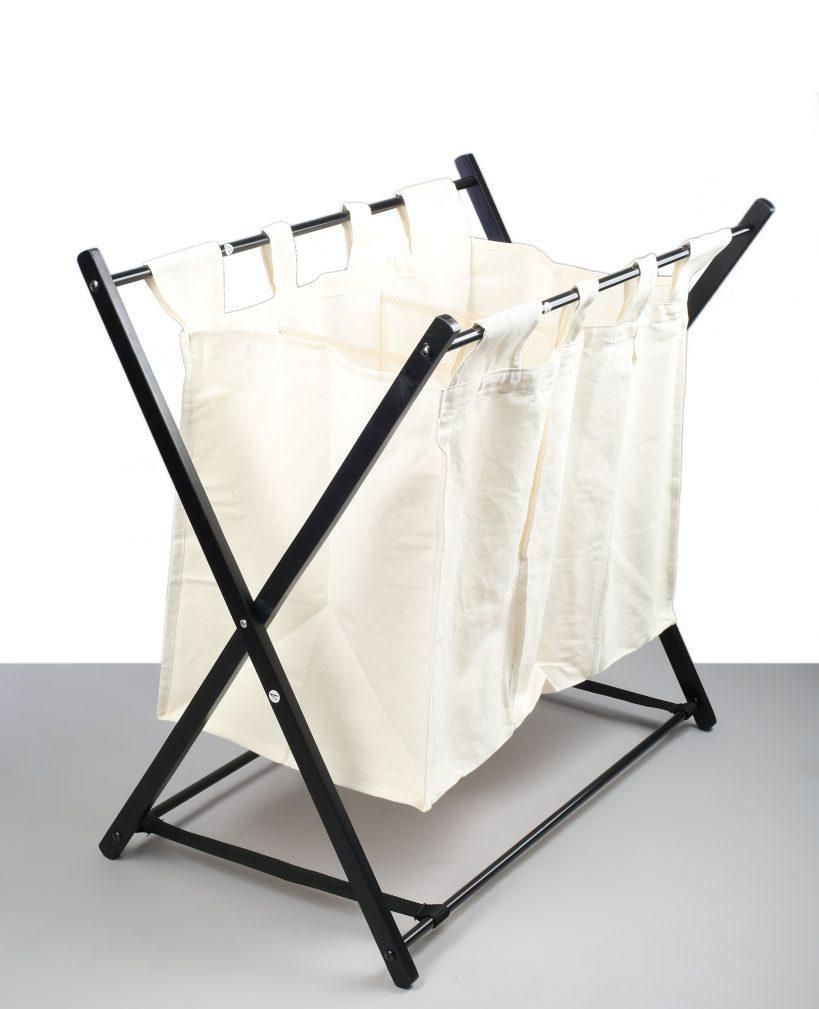 Тканевая черно-белая корзина для белья в ванную