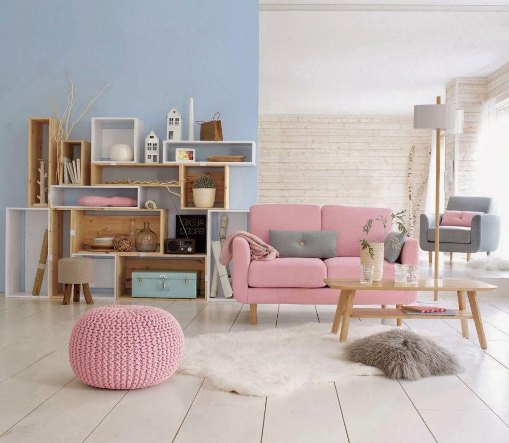 Розовый диван в интерьере
