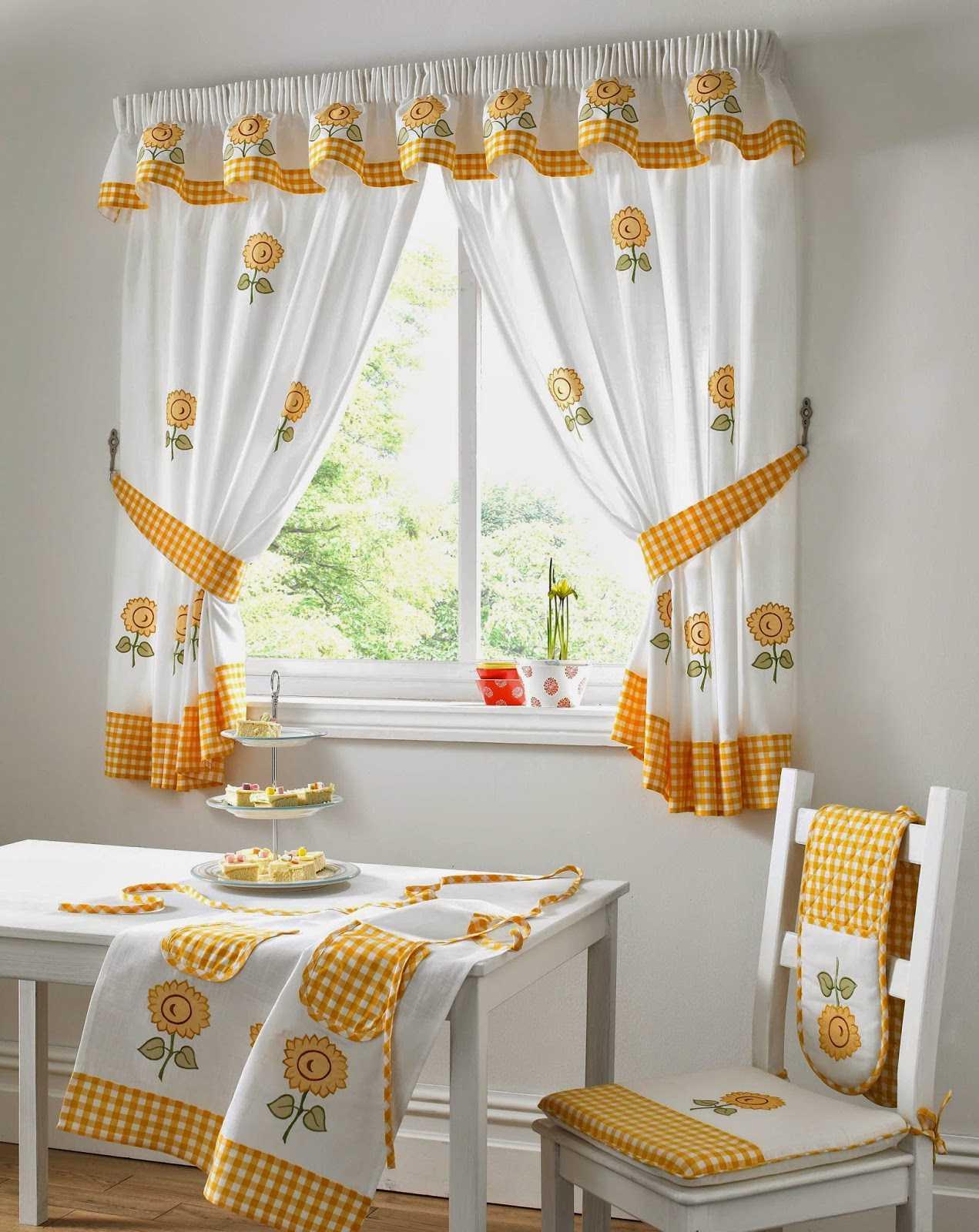 Дизайн штор для кухни в стиле кантри