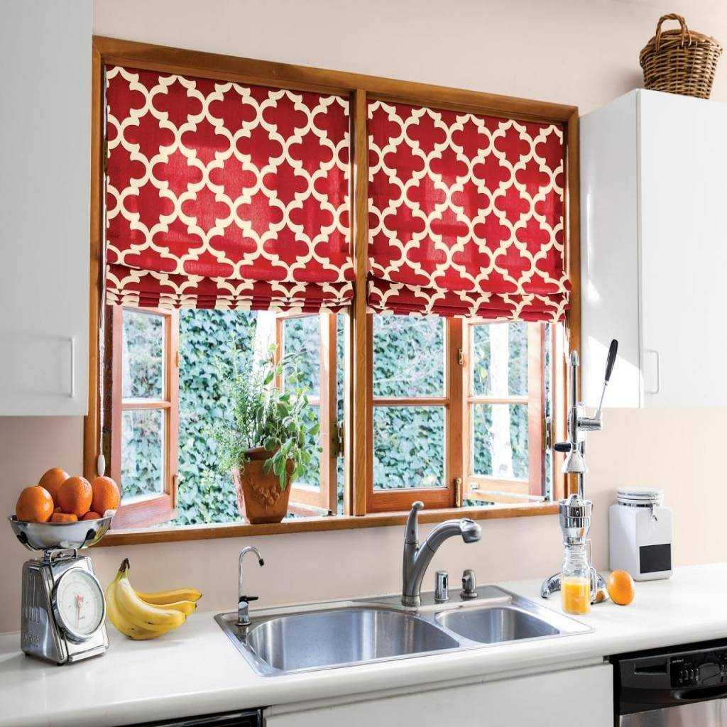 Дизайн штор для кухни красный