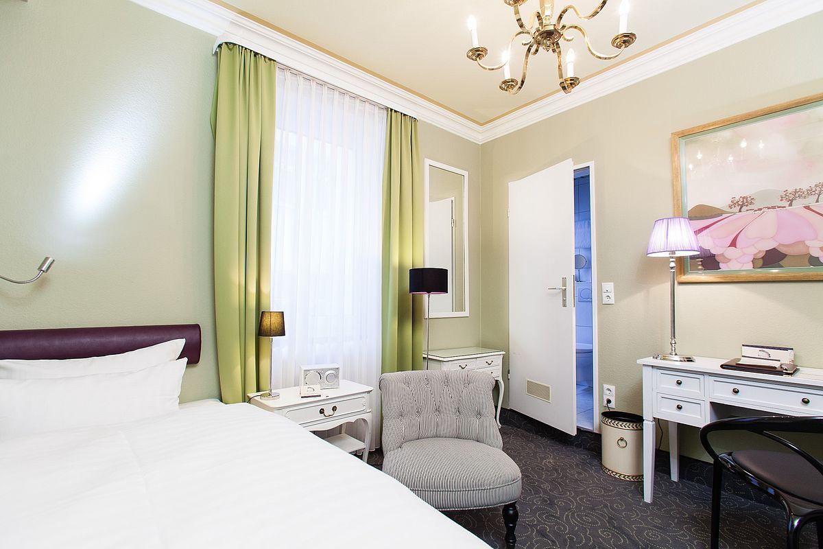 Спальня 12 кв м в стиле неоклассики