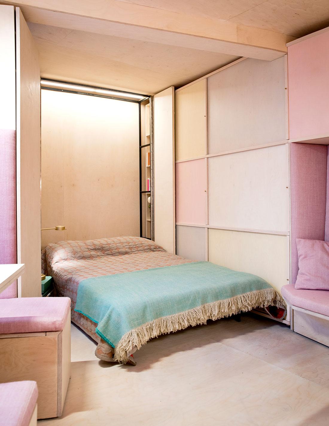 Розовая спальня в пастельных тонах