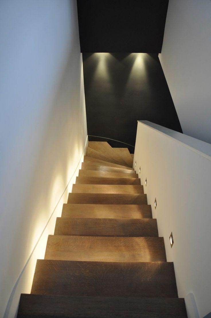 Подсветка лестницы в прихожей