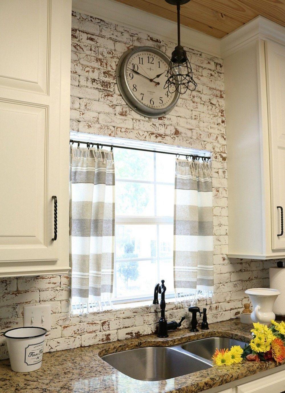 Дизайн штор для кухни в полоску