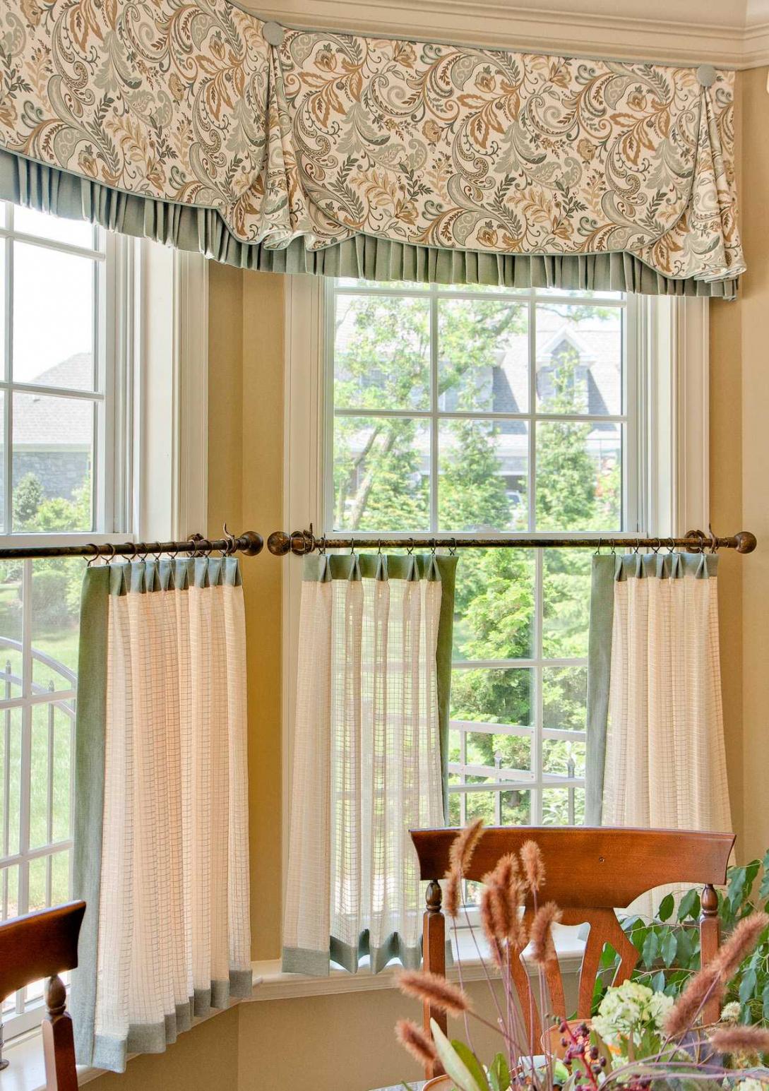 Дизайн штор для кухни с принтом