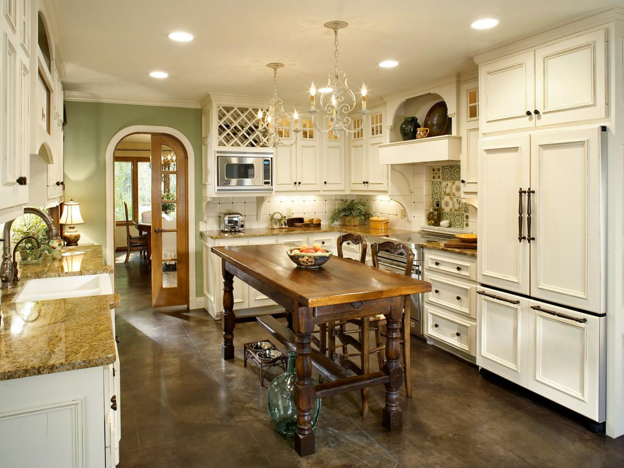 Люстра в стиле прованс на кухне