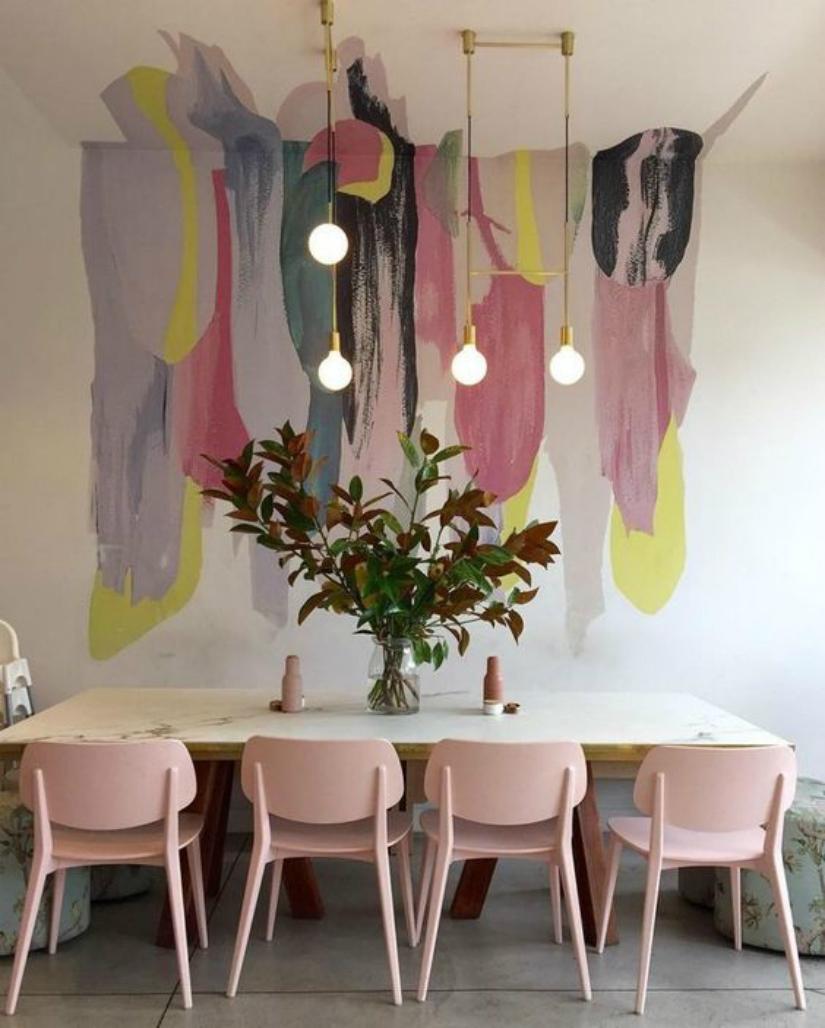 Декор стены в розовом цвете