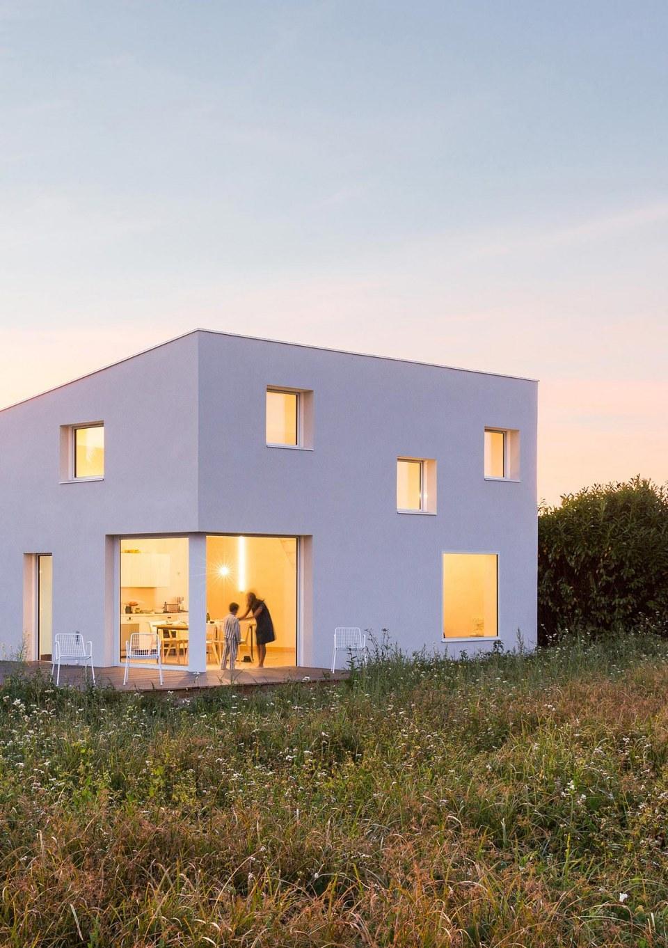 Лаконичный дом в стиле хай тек