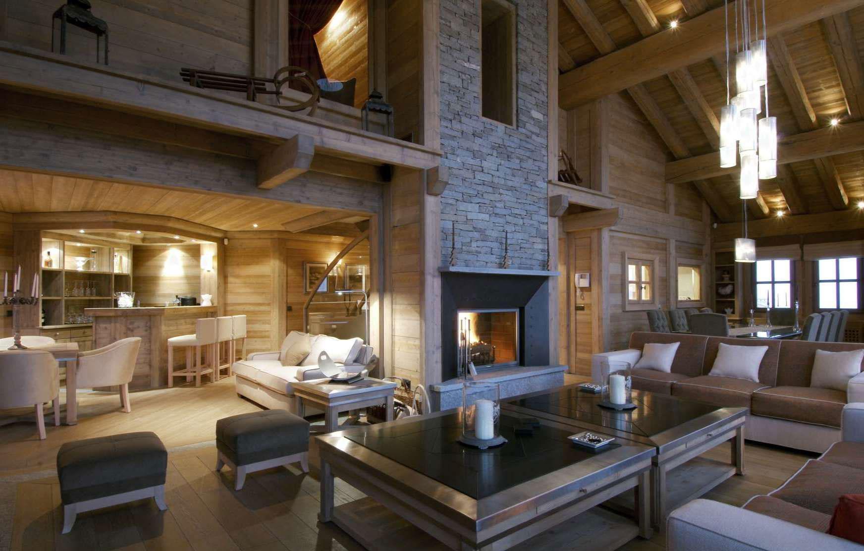 Дом из светлого дерева в стиле шале