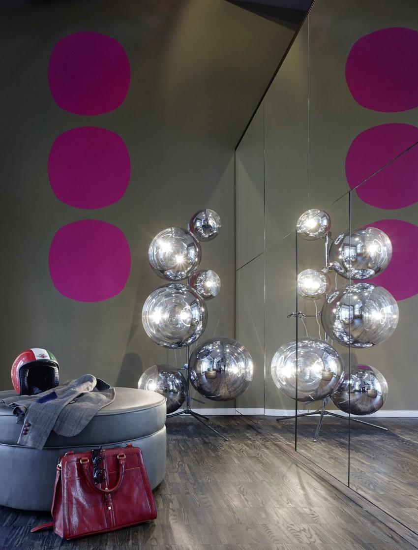 Современный интерьер с зеркальной стеной