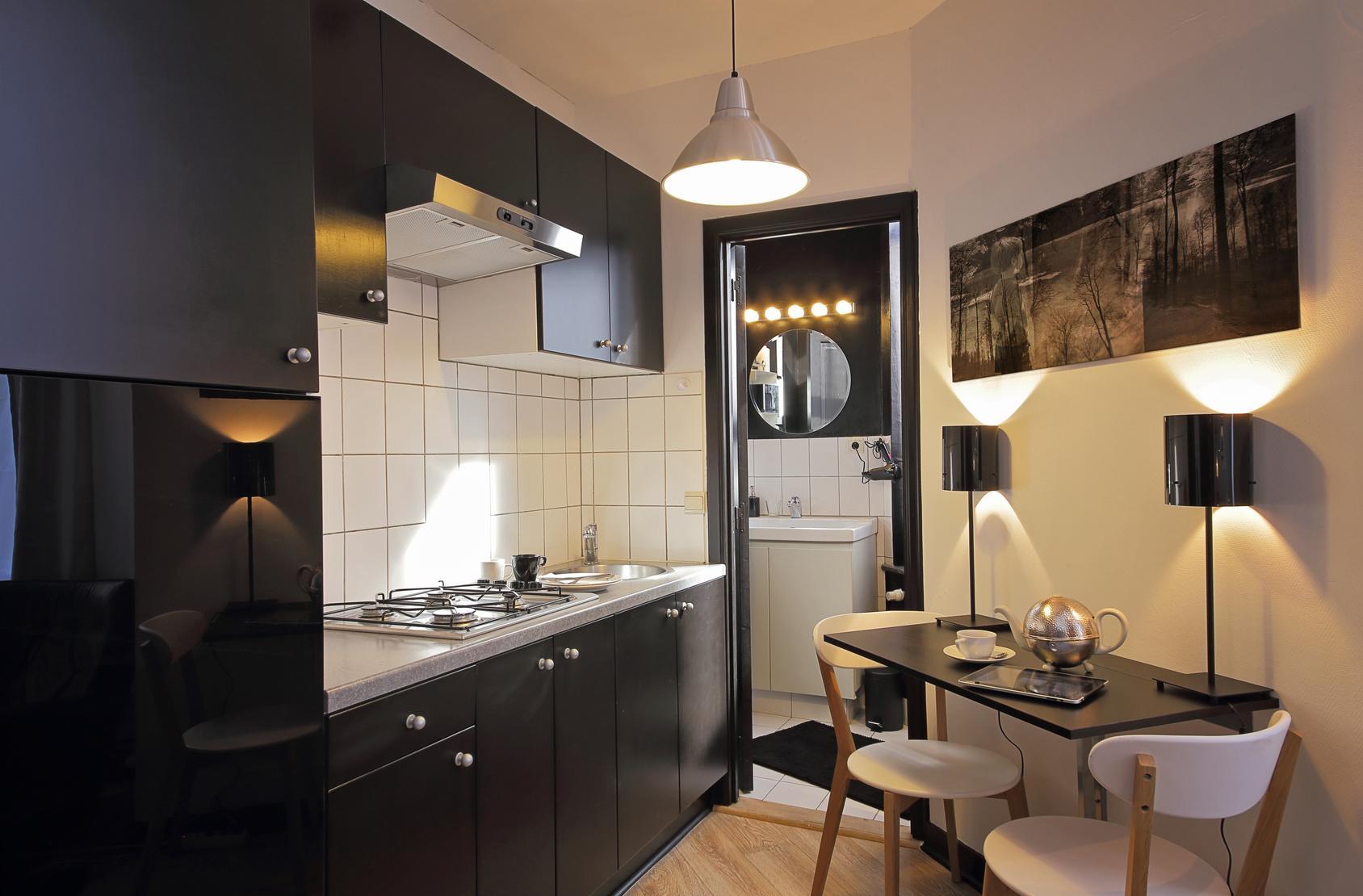 Кухня 7 кв м монохромная