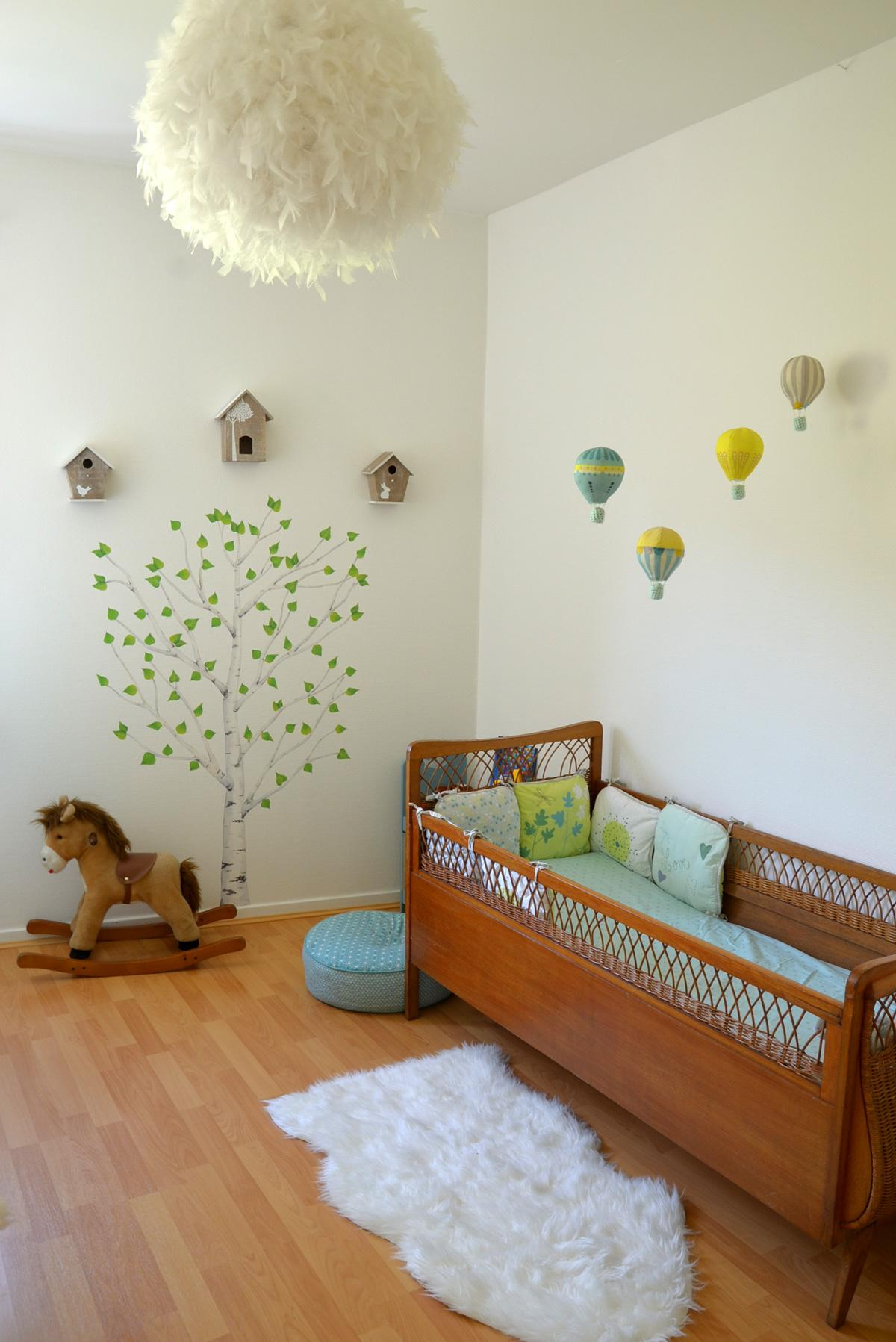Декор детской кроватки шариками