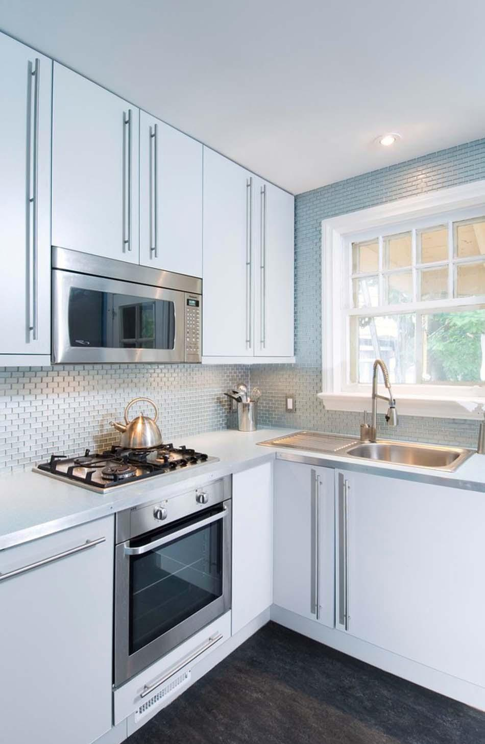 Кухня 7 кв м с плиткой металлик
