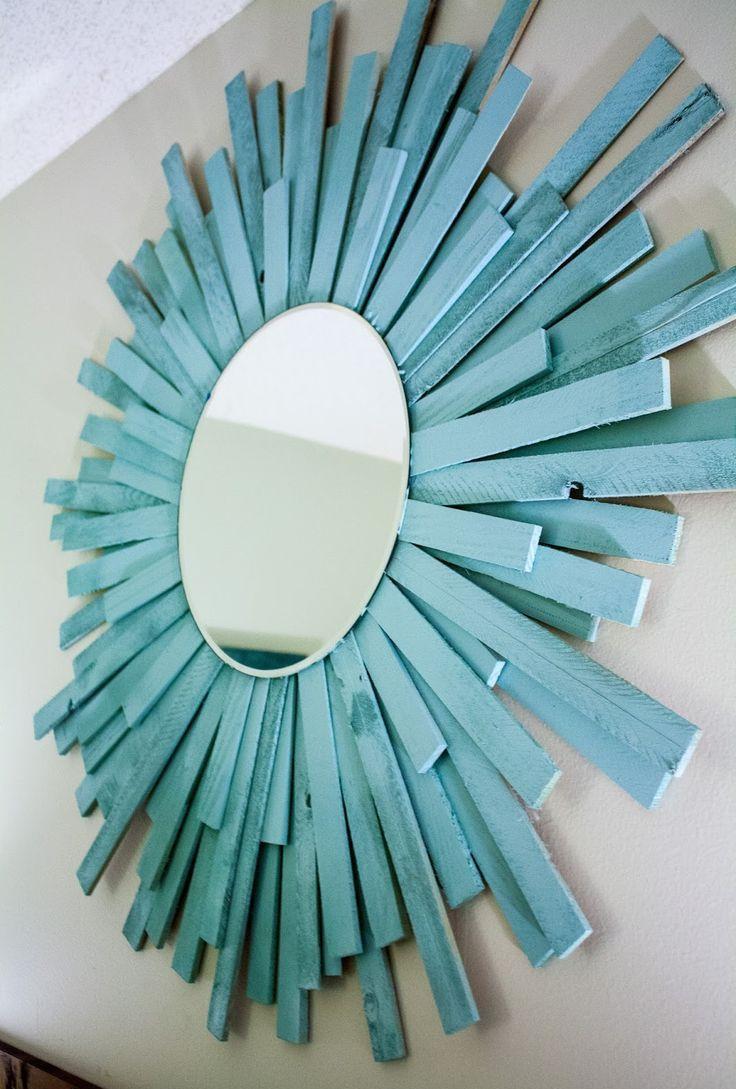 Декор зеркала досками в интерьере