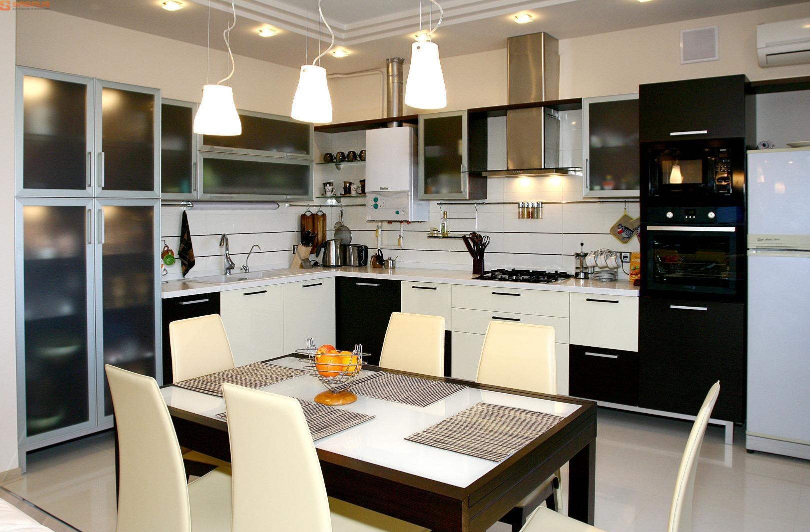 Правильное освещение кухни с обеденным столом