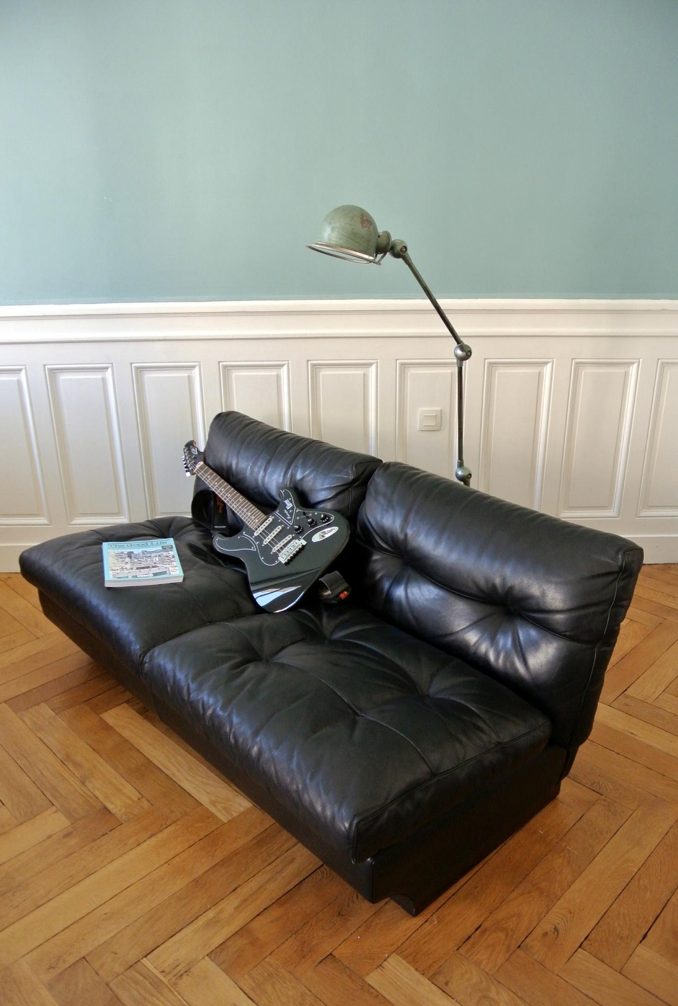Кожаный диван для подростка