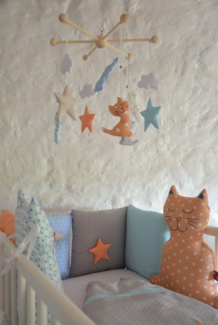 Декор детской кроватки мягкими игрушками