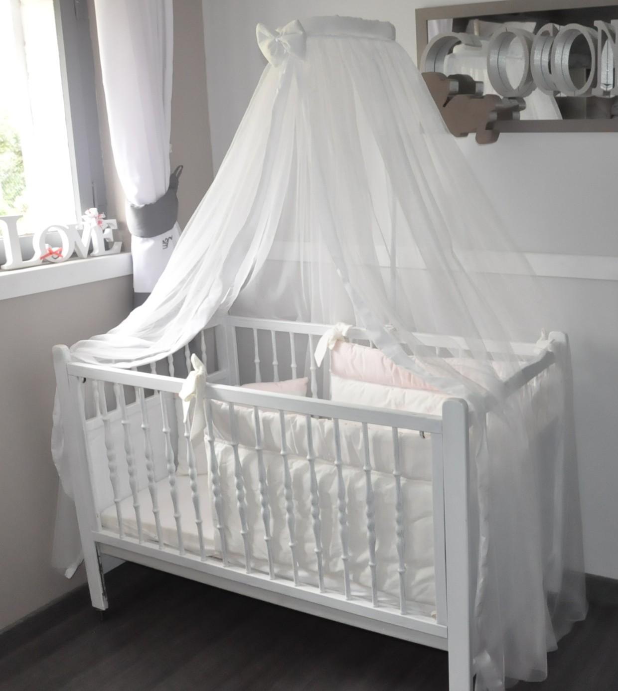 Декор детской кроватки белой