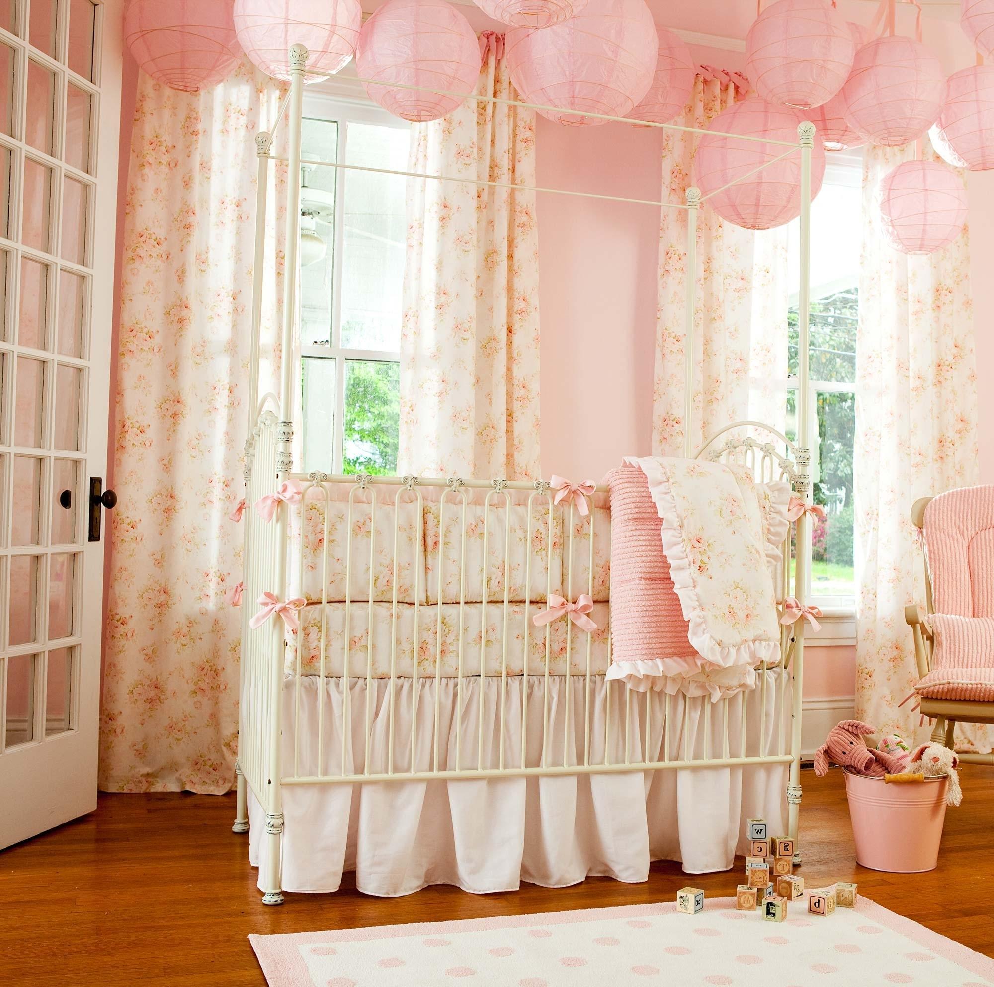 Декор детской кроватки кованой