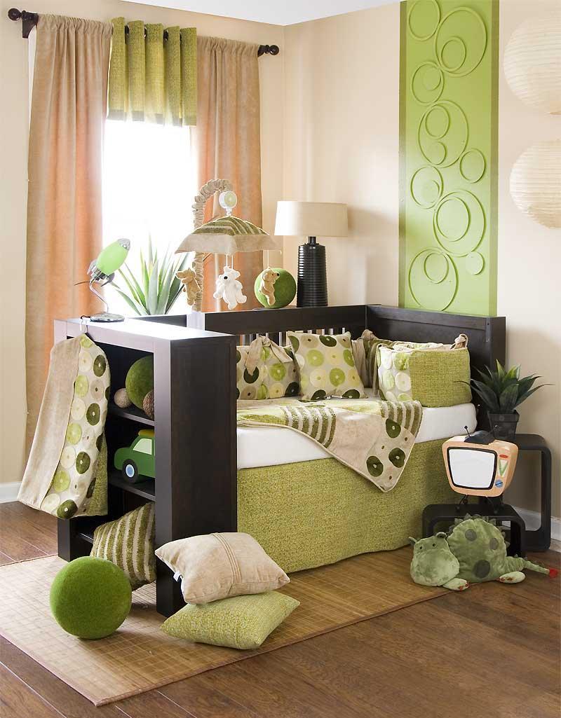 Декор детской кроватки зеленого цвета