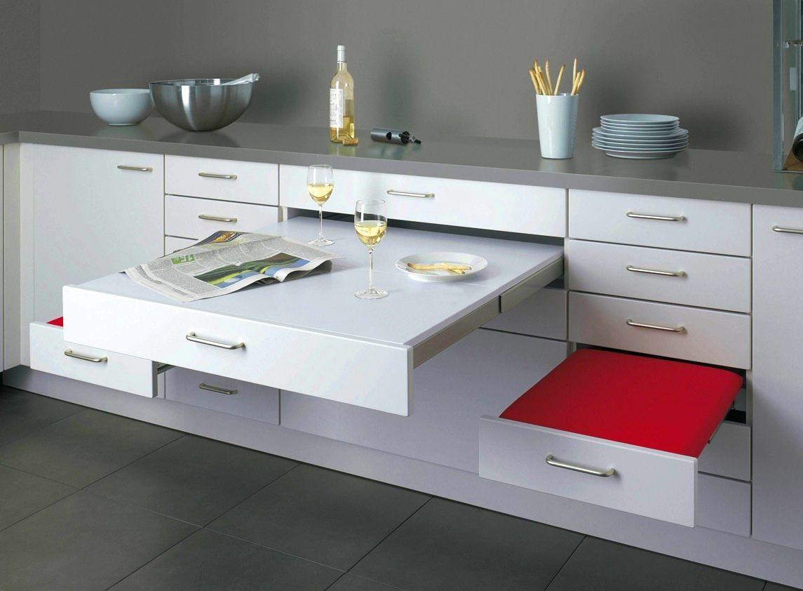 Удобные выдвижные поверхности для небольшой кухни