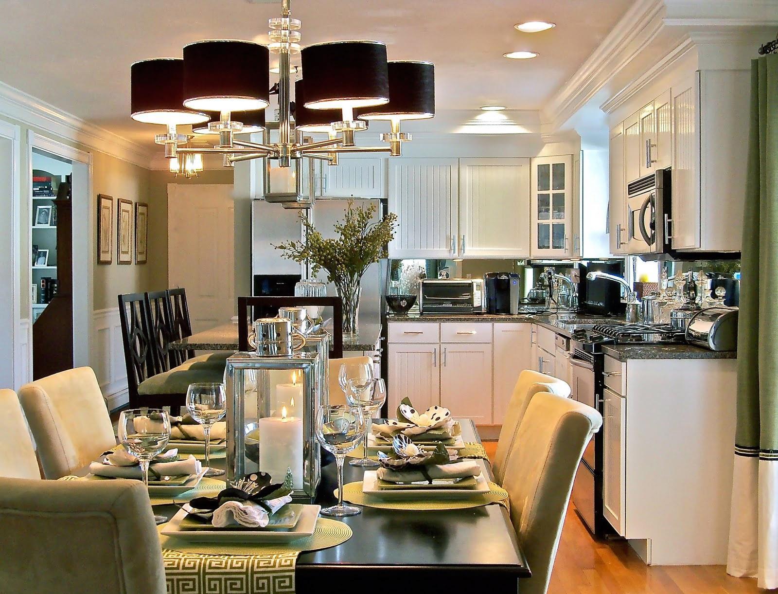 Черная люстра и точечные светильники на кухне