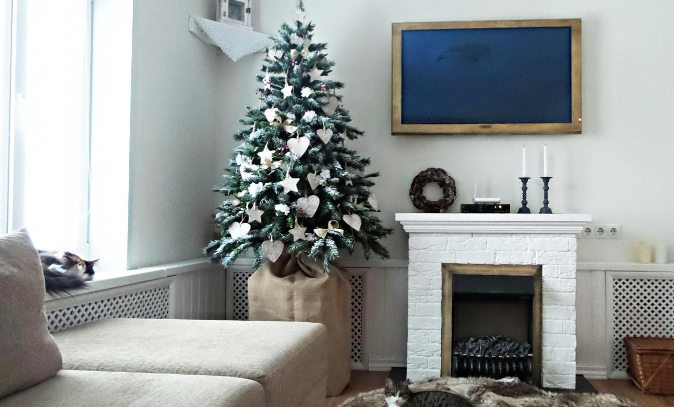 Новогодний декор гостиной в скандинавском стиле